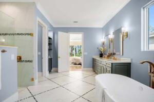 WE 175 04 Master Bathroom